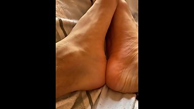 Morning soft and supersexy toes movements footfetish close up