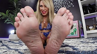 Playtime With Aunt Nikki's Feet - Nikki Ashton