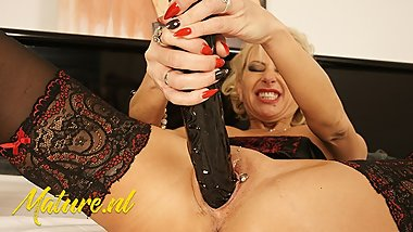 Horny MILF Penetrates Herself With Enormous Dildo