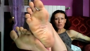 Dirty sweaty mature feet with awesome long toes
